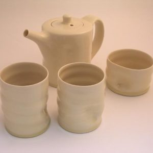 21. Tea set for two (yunomi) – Teapot H. 16cm, milk jug, sugar bowl and 2 cups and saucers, 2003